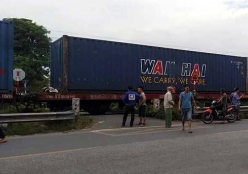 Liên tục đi lại trên đường sắt, người đàn ông trung tuổi bị tàu hỏa đâm tử vong